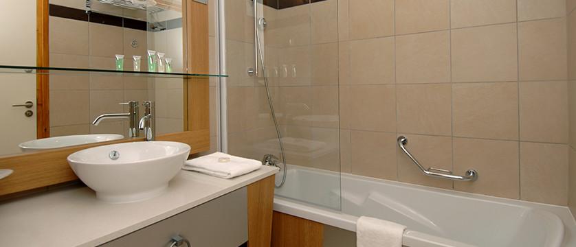 france_paradiski-ski-area_les-arcs_edenarc_apartments_bathroom.jpg
